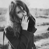 qq个性签名前的表情_超拽黑白QQ女生头像 倘若绝望临幸我,我还是一直朝前走,不 ...