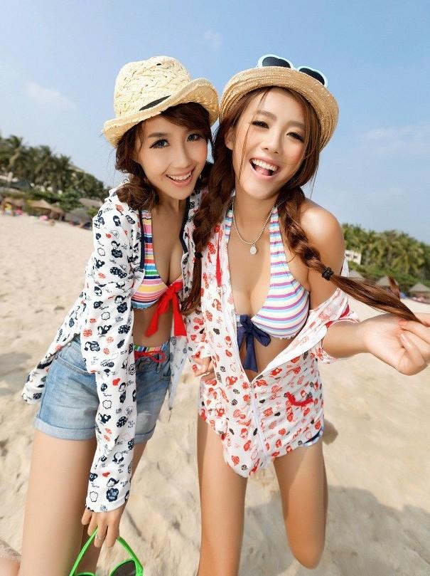 法师卷轴上比基尼性感美女双人照(2)--唯美美女夏日服装上古性感沙滩mod图片